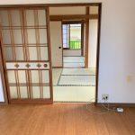 キッチンから道路側の和室を見た状態